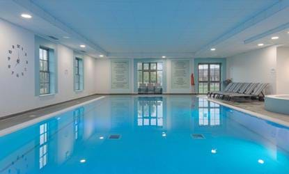 swimming pool doubletree by hilton cambridge belfry
